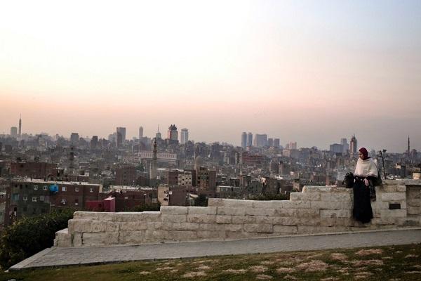 سماء القاهرة ومحافظات أخرى تغطيها في الخريف سحابة سوداء بسبب التلوث
