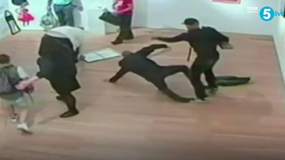 خارفيس وزملاؤه نفذوا عملية سطو وهمي في المعرض الوطني في لندن عام 2015 بُثت على موقع يوتيوب