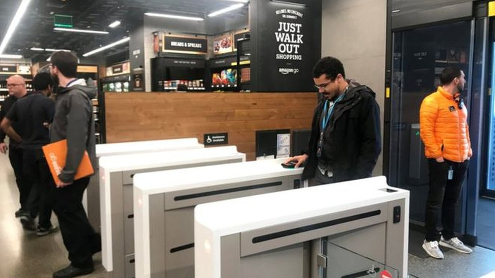 المتجر يتعرف على المتسوقين من خلال تطبيق خاص