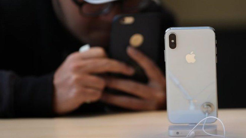 مبيعات هاتف آي فون X تخطت توقعات الشركة ويبدأ سعره من 1000 دولار