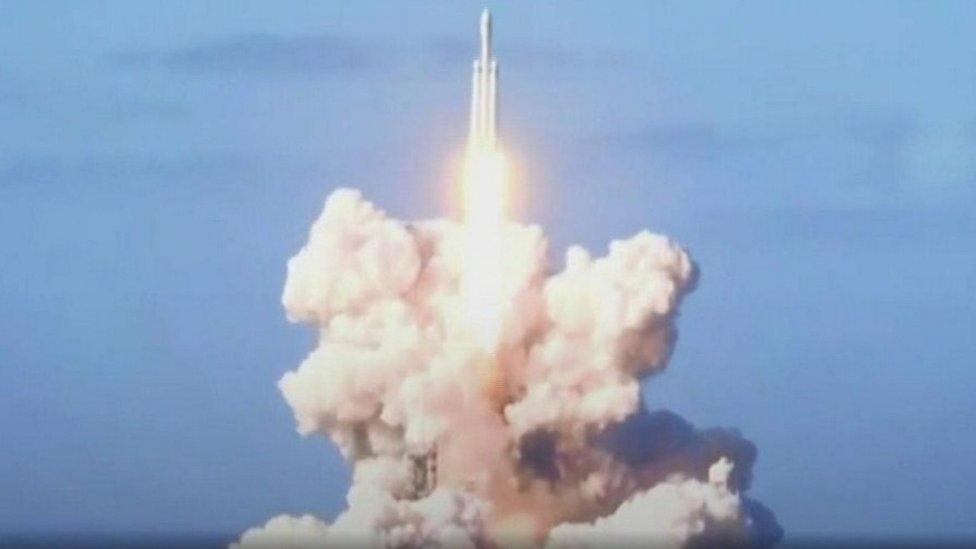 الصاروخ يمكنه حمل زنة خمس حافلات ذات طابقين
