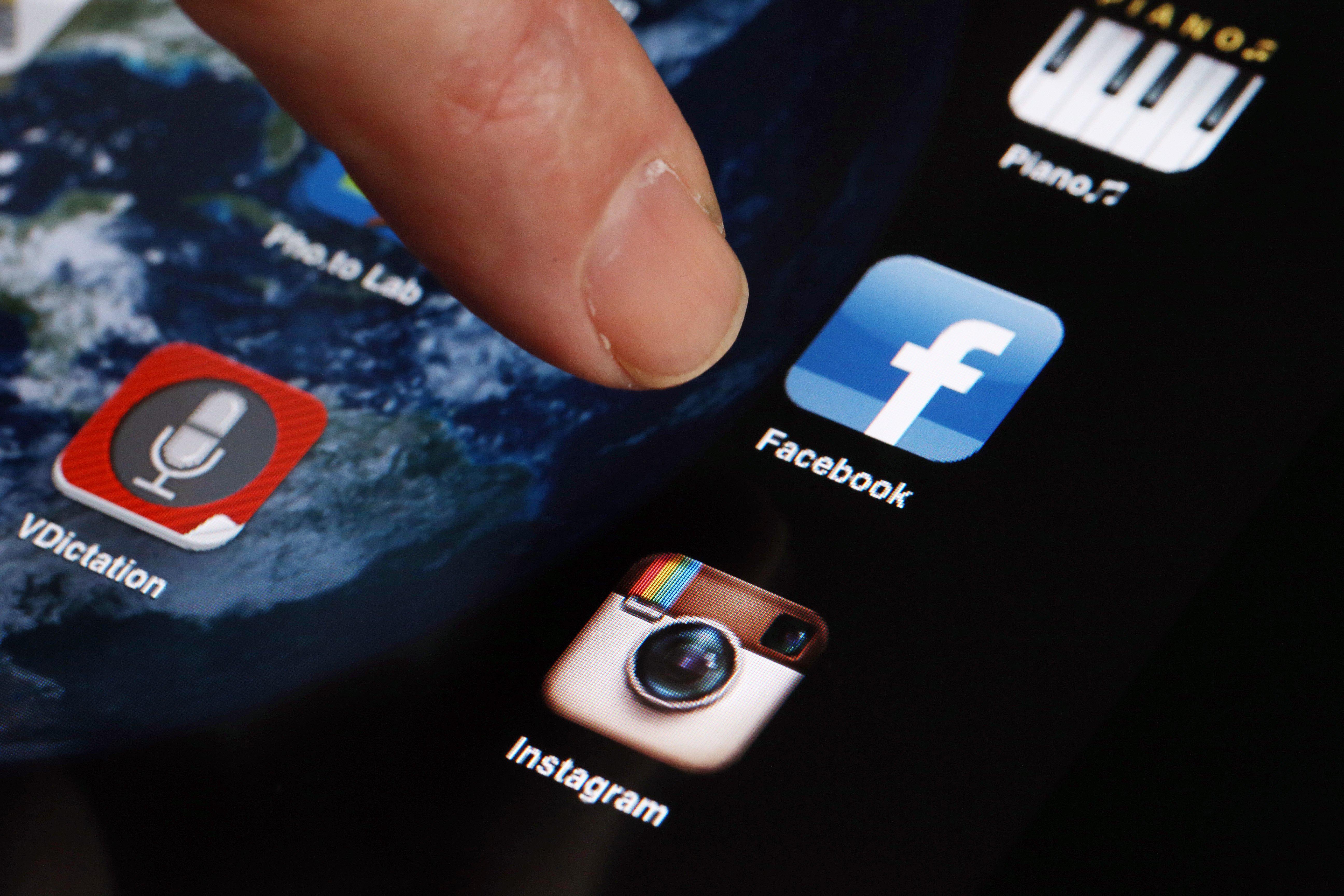 تشمل الضريبة تطبيقات المراسلة والتواصل الاجتماعي من أمثال فيسبوك وواتسآب وفايبر وتويتر