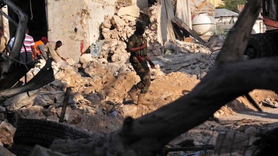 حركة الشباب الصومالية تبنت استهداف الفندق لوجود مسؤولين أمنيين وسياسيين