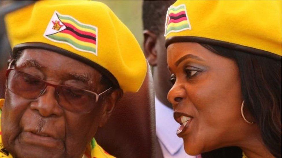 قال رئيس البرلمان في زيمبابوي، جاكوب موديندا، إن الرئيس روبرت موغابي تقدم باستقالته في رسالة مكتوبة أرسلت إلى البرلمان.