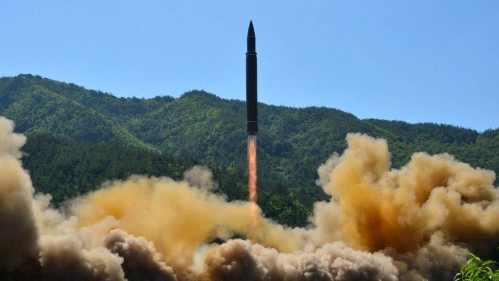 كوريا الشمالية أجرت أول تجربة إطلاق صاورخ باليستي عابر للقارات في يوليو/تموز الماضي