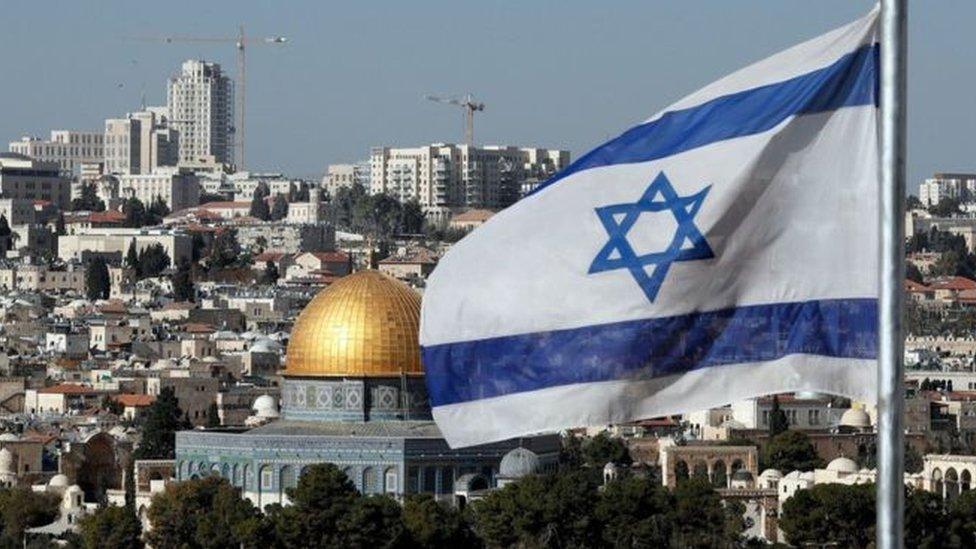 تعتبر إسرائيل القدس بشطريها الغربي والشرقي عاصمتها الأبدية غير القابلة للتقسيم.