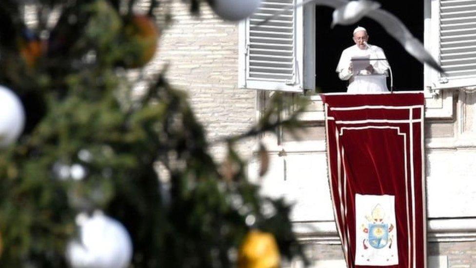البابا يقول إنها ليست صيغة جيدة لأن الرب لا يدخلنا التجربة
