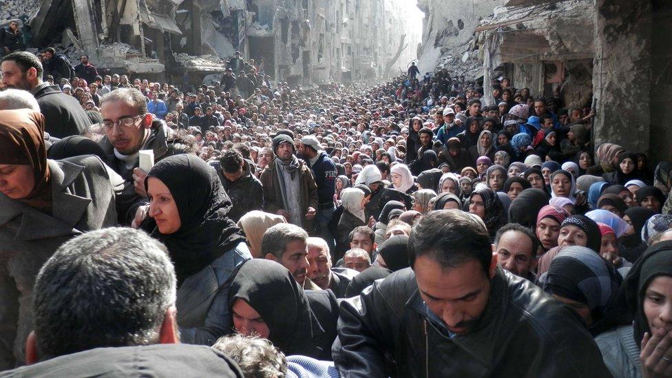 أنباء عن إجلاء مسلحين من