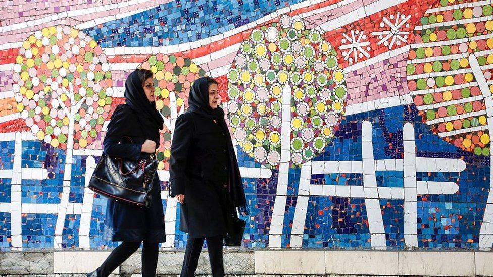 النساء يشكلن تقريبا نصف عدد الناخبين في الانتخابات الرئاسية الإيرانية