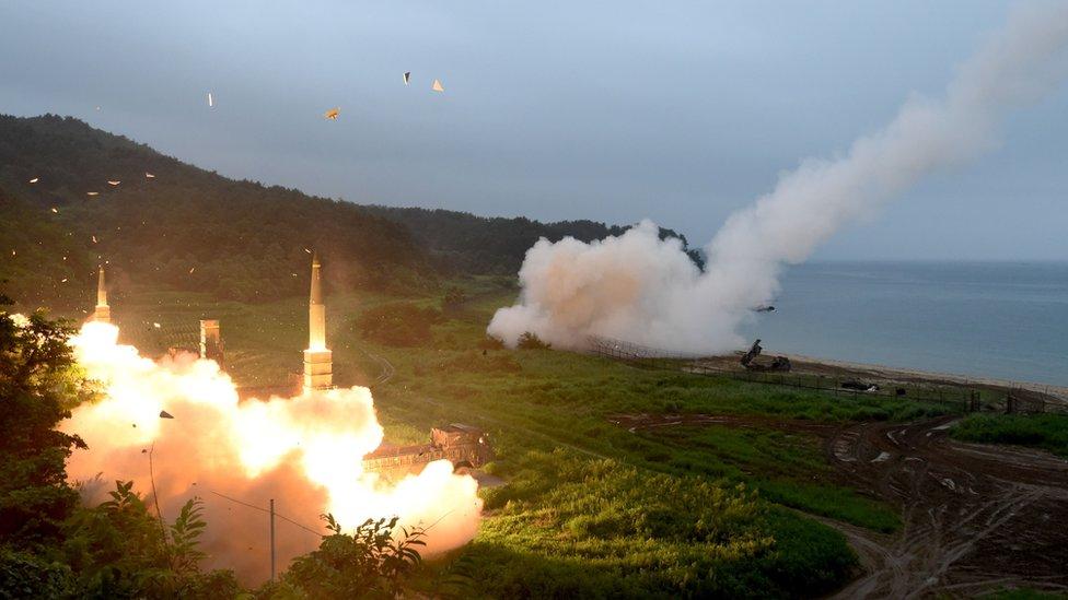 نفذت الولايات المتحدة وكوريا الجنوبية مناورة عسكرية باستخدام الذخيرة الحية وصورايخ أرض أرض