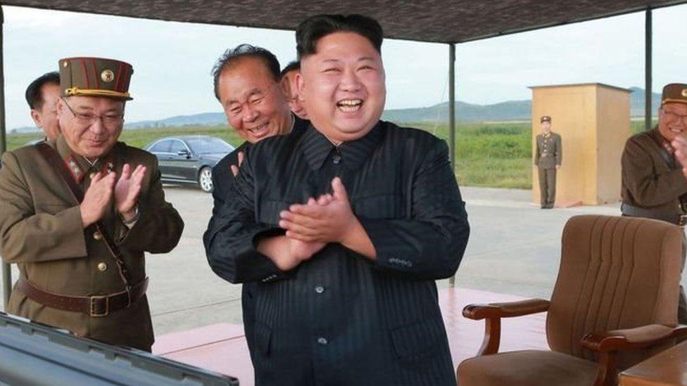 احتفل زعيم كوريا الشمالية، كيم جونغ-أون، بإطلاق الصاروخ يوم الجمعة