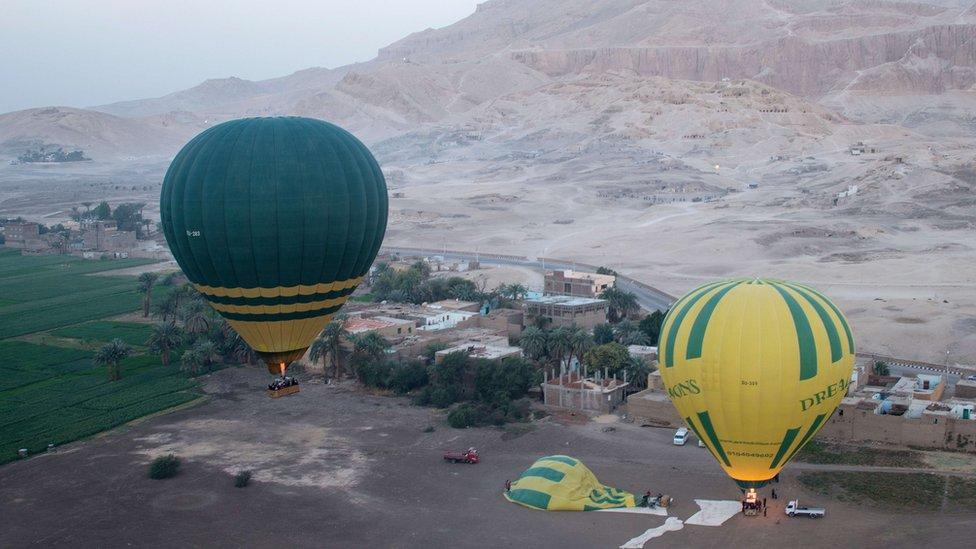 مصر: مقتل سائح في حادث هبوط اضطراري لمنطاد بالأقصر