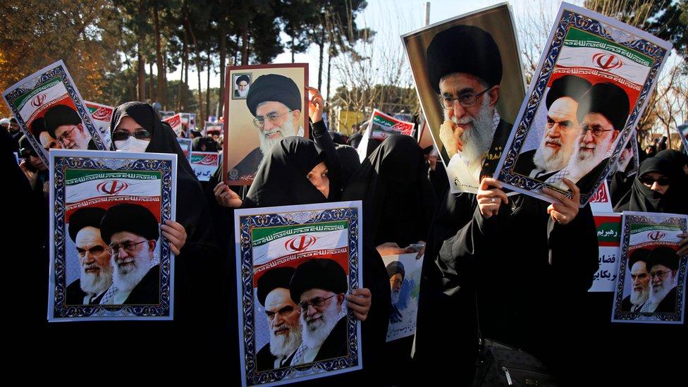 مظاهرات مؤيدة للحكومة في مدينة قم الإيرانية