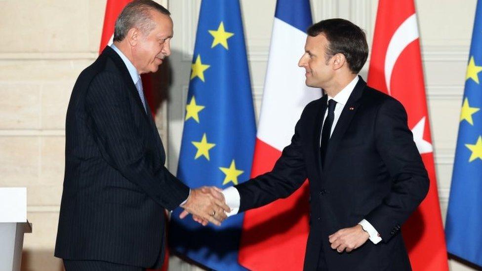 زيارة أردوغان تأتي بعد توتر طويل للعلاقات بين فرنسا وتركيا