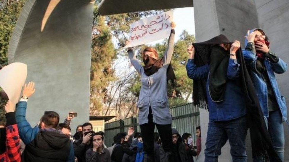 السلطات الإيرانية اعتقلت 90 طالبا غالبيتهم من منازلهم والبعض غير معروف مصيره