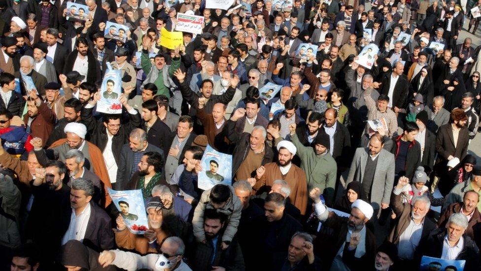 بدأت الاحتجاجات في مشهد وانتقلت إلى مدن إيرانية أخرى