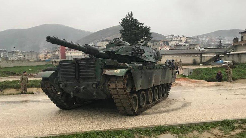 تركيا حشدت قواتها على الحدود السورية استعدادا لعملية عسكرية في عفرين