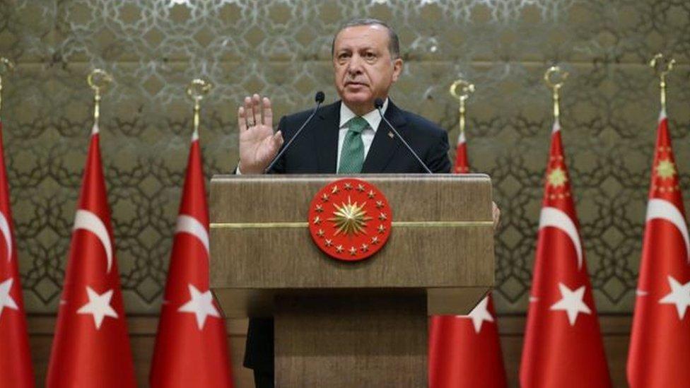 اردوغان يحاول التوفيق بين الجمهورية والسلطنة العثمانية