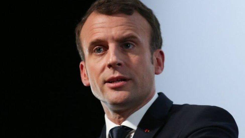 ماكرون أكد أن استخدام الأسلحة الكيماوية في سوريا خط أحمر وسيكون هناك ردا فوريا ضد القوات الحكومية السورية