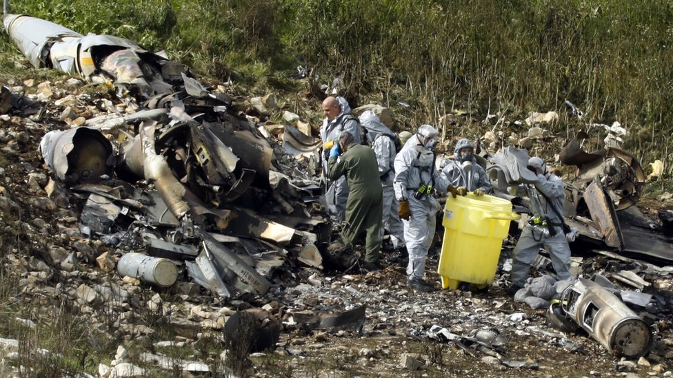 طيارا المقاتلة الإسرائيلية قفزا بمظليتهما قبل تحطمها شمال إسرائيل