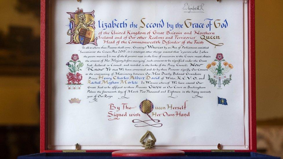صدقت الملكة إليزابيث على مرسوم للسماح للأمير هاري بالزواج من ميغان ماركل