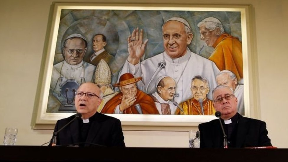 الاستقالة الجماعية جاءت بعد محادثات في الفاتيكان دامت ثلاثة أيام