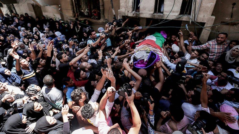 السلطات في غزة اعتبرت مقتل رزان جريمة اغتيال إسرائيلية مكتملة الأركان تخالف اتفاقات جنيف.