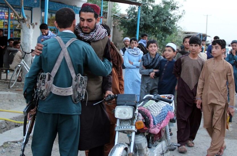 مسلحو طالبان جنبا إلى جنب مع قوات الأمن في كابول ومدن أفغانية أخرى