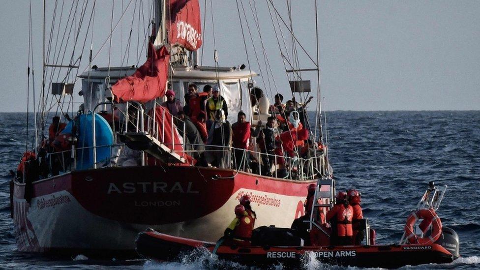 سفينة الإنقاذ لم يسمح لها بالرسو في الموانئ الإيطالية