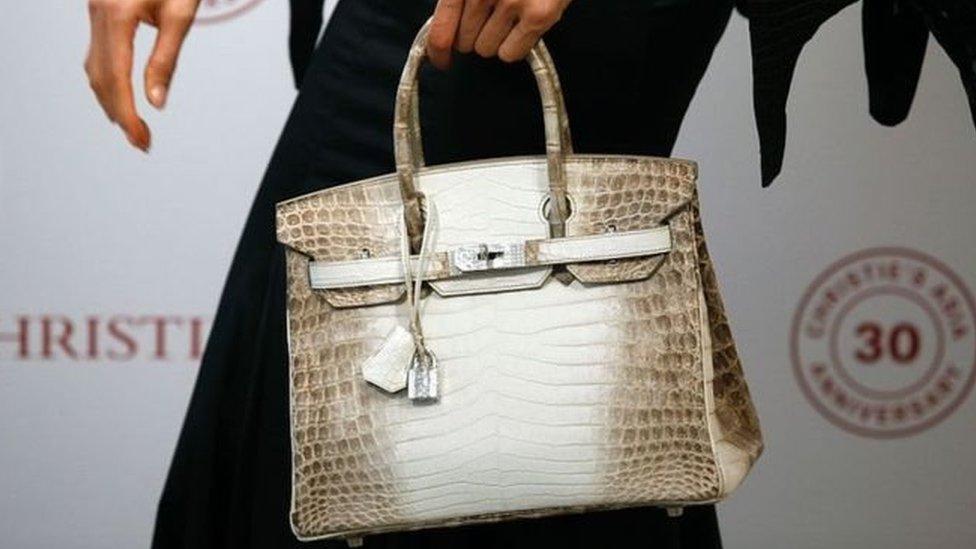 الحقيبة بيعت في دار كريستي للمزادات في لندن الثلاثاء