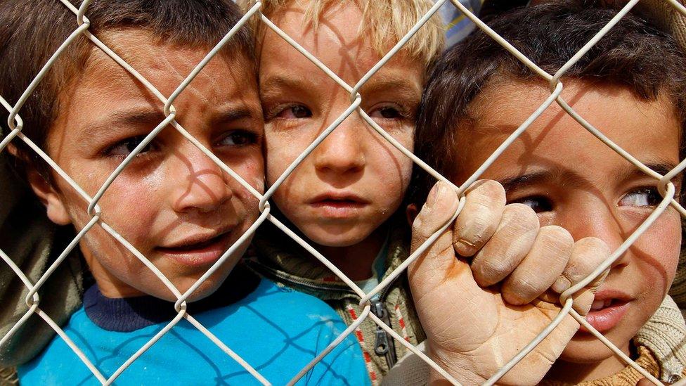 كتاب يقولون إن إنهاء الاقتتال بين السوريين أولوية
