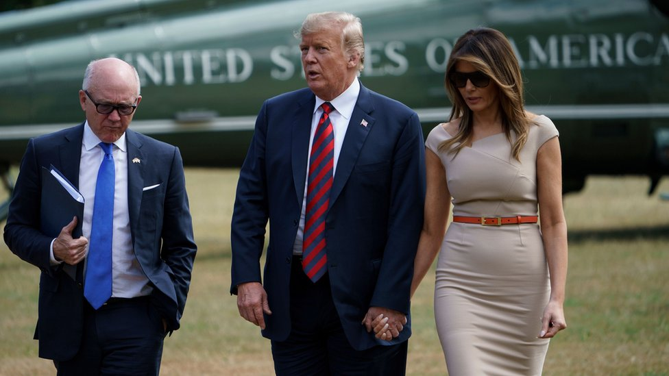 نقلت طائرة مروحية ترامب إلى محل إقامته في السفارة الأمريكية بلندن