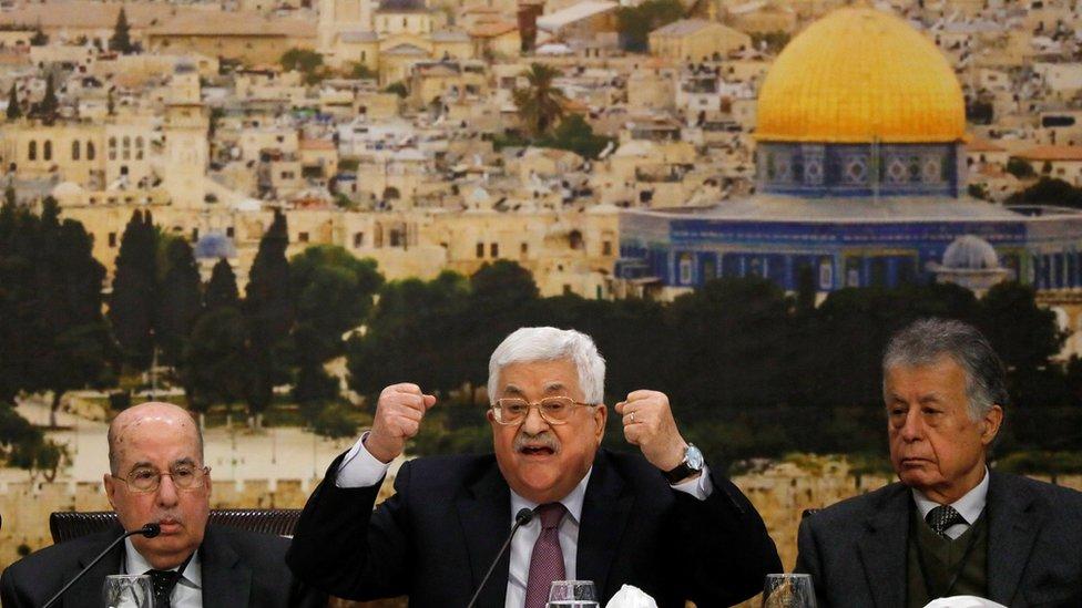 الرئيس الفلسطيني محمود عباس وصف مقترحات ترامب بشأن حل الصراع مع الإسرائيليين بأنها