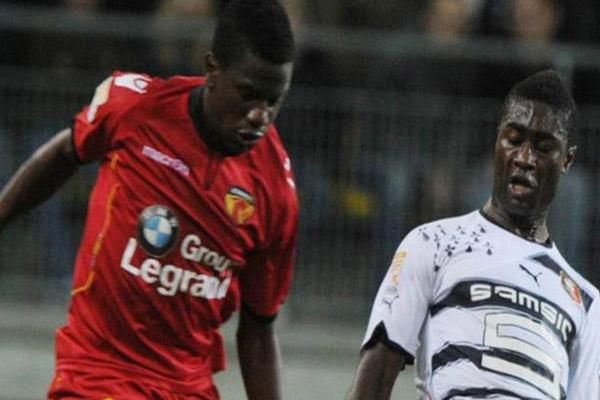 لعب إيكنغ في الدوريين الفرنسي والسويسري قبل الانضمام إلى دينامو بوخارست