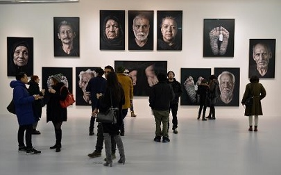 معرض الفنانة الإيرانية الأميركية شيرين نشاط في نيويورك