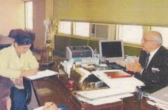 هاشم الشبلي في مكتبه الوزاري
