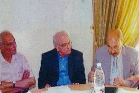 المؤلف مع نجيب محي الدين في مقر الحزب الوطني الديمقراطي