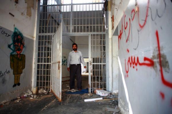 من داخل سجن أبو سليم المرعب بعد رحيل معمر القذافي...سجين ليبي يزور زنزانته