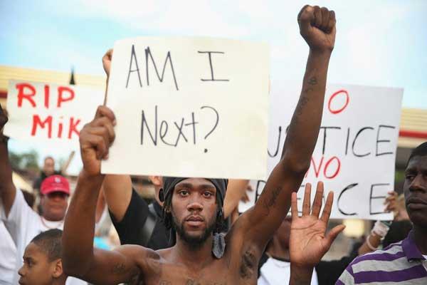 إحدى التظاهرات المنددة بالتمييز العرقي ضد السود في أميركا