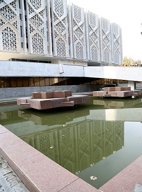 متحف لينين؛ متحف تاريخ اوزبكستان الآن، المعمار: (يفغيني روزانوف وغيره)، 1970، طشقند/ اوزبكستان، منظر علم.