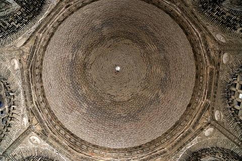 مشهد اسماعيل الساماني (892 -907)، بخارى. تفصيل ، القبة من الداخل.