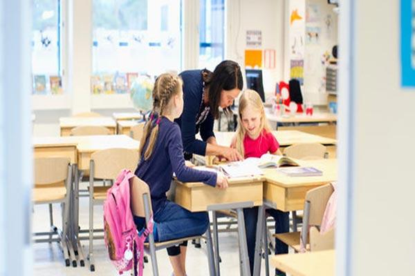 وسائل التعليم متعددة شكلًا ومضمونًا من دولة إلى أخرى