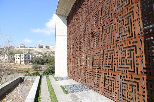 قاعة الصلاة، الواجهة الغربية (الخلفية)، منظر عام.