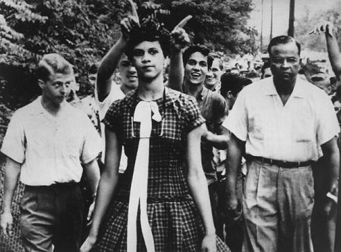 إهانة الشابة دوروثي كونتس، 15 عاماً، أثناء توجهها إلى المعهد