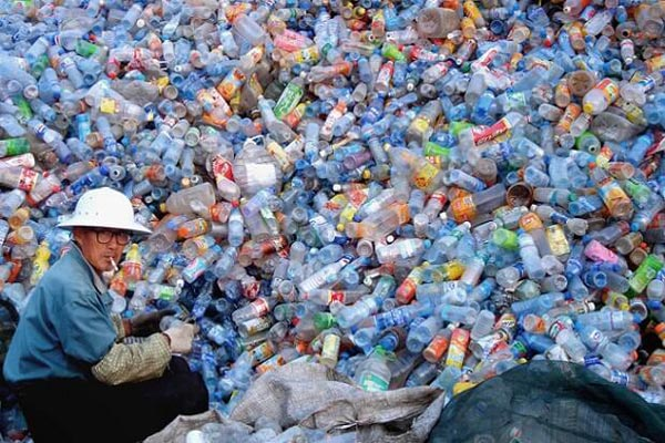 النفايات.. صراع الزمن بين ماض ومستقبل