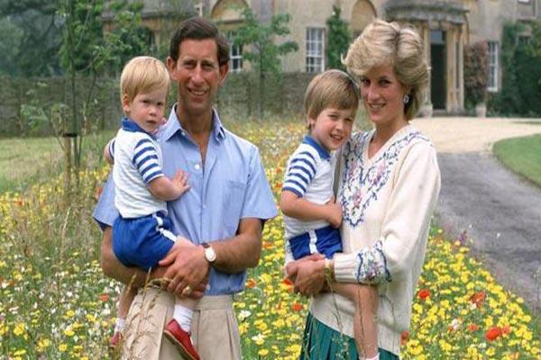 الأمير تشارلز وزوجته الراحلة ديانا وولداهما