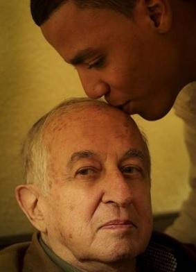 غويتيسولو في نوفمبر مع إبنه بالتبني خالد في منزله بمراكش
