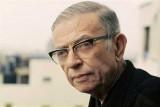 جان بول سارتر من الفلاسفة والروائيين اللامعين الذين ظهروا في الحقبة التي شملها الكتاب