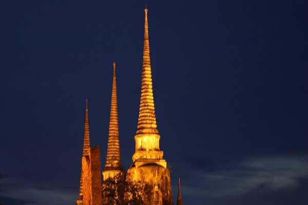 البوذيون في جنوب شرق آسيا استفادوا وأفادوا الأميركيين