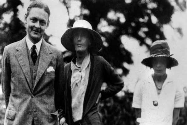 تي سي إليوت مع فيرجينيا وولف وفيفيان إليوت